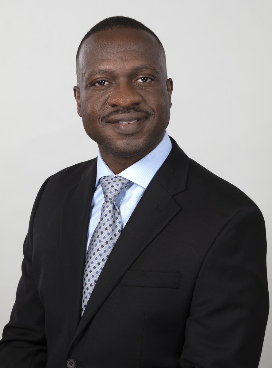 Foto de cabeza del Dr. Folayan Fatade