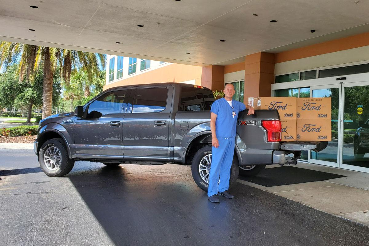 Jimmy Kimmel honra a una enfermera de Lakewood Ranch
