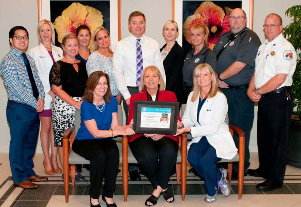 Lakewood Ranch Medical Center staff with award
