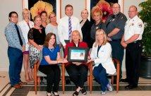 Personal de Lakewood Ranch Medical Center con el premio